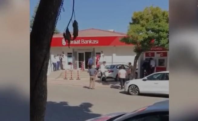 Patates üreticisi borcunu yapılandırmayan Ziraat bankasının önünde kendini yaktı!