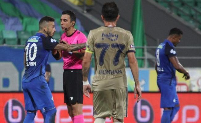 Rizespor ile Fenerbahçe maçında verilen penaltı kararı tartışma yarattı!