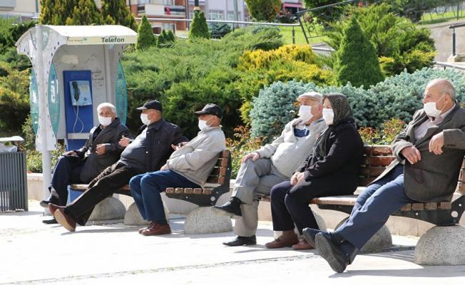 Valilik duyurdu! Yarından itibaren 65 yaş ve üstü vatandaşların sokağa çıkmaları sınırlandırıldı!