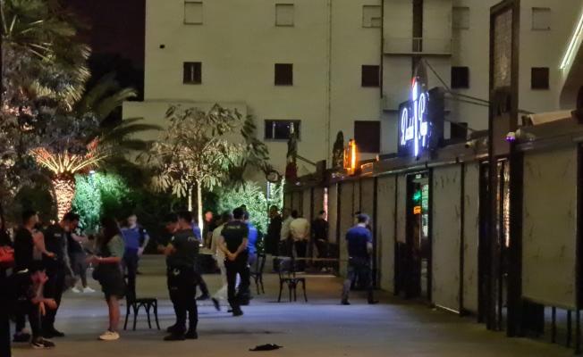 İzmir Bayraklı'da eğlence mekanında silahlı çatışma!