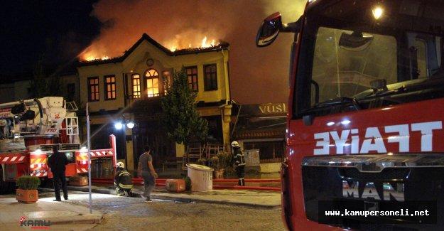 Bir Kafede Başlayan Yangın Binalara Sıçradı