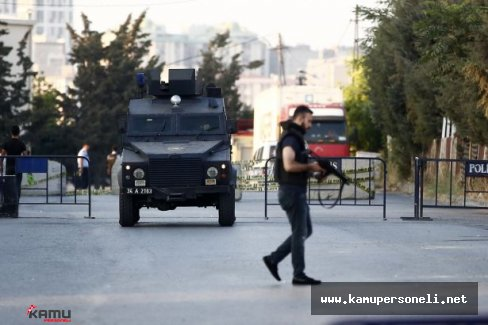 Diyarbakır'ın Sur ilçesinde  Polis ile Vatandaş Bayramlaştı