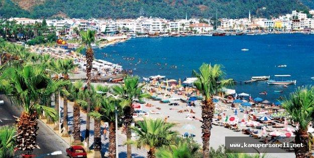 Otellerde Yer Yok ! Tatilciler Plajlarda Sabahlıyor