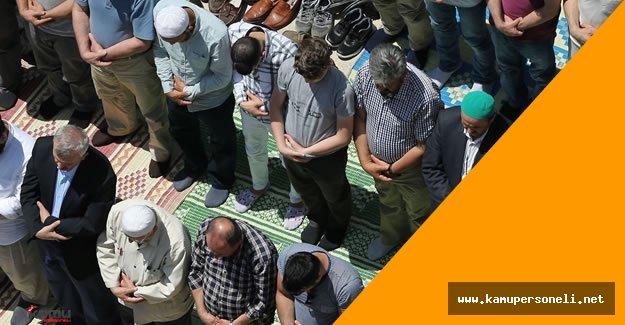 Ramazan'ın İlk Cuma Namazına Yoğun İlgi