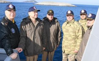 Genelkurmay Başkanı Kardak'a gitti ! Yunan botu önlemeye çalıştı