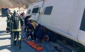 Yolcu Otobüsü Devrildi: 7 Kişi Hayatını Kaybederken 35 Kişi Yaralandı