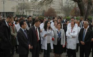Asistan Hekimlerden Çalışma Şartlarına Protesto