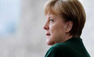 Almanya Başbakanı Merkel'den Türkçe Afiş ! Türklerden Oy İstedi