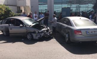 İzmit'te Meydana Gelen Trafik Kazasında 3 Kişi Yaralandı