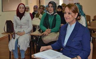 Türkiye'deki 5 Bin 200 Kadın Sığınmacıya KADEM'den Destek !