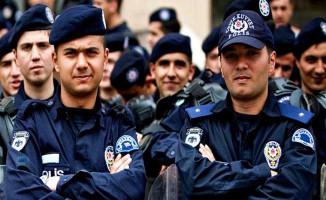 Binlerce Genç Polis Olma Hayali Kuruyor! Peki Polisler 2018'de Ne Kadar Maaş Alacak?
