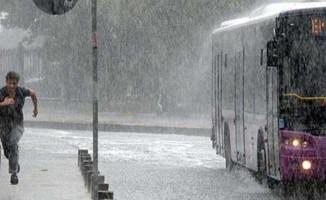 İstanbullular Dikkat! Meteorolojiden 3 Saat Yağış Uyarısı