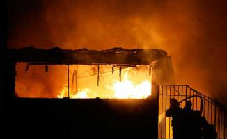 İstanbul'da Korkutan Yangın ! Çok Sayıda Ekip Müdahale Ediyor