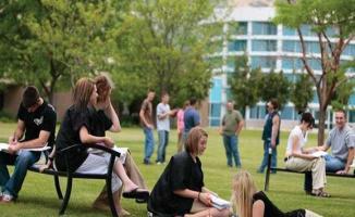 Üniversite Öğrencilerine Karşılıksız Burs Veren Vakıflar ve Kurumların Listesi