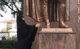 Atatürk Anıtı'na Baltayla Saldıran Kadın Gözaltına Alındı!