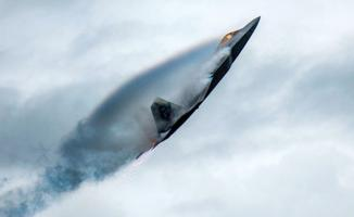 ABD savaş uçakları Ukrayna'da olağandışı Rusya'ya gözdağı verdi