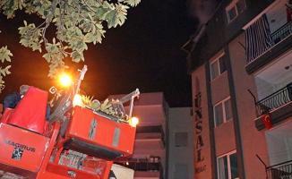 Antalya'da çatı katında çıkan yangın mahalleliyi korkuttu