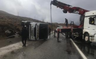 Bingöl yolcu otobüsü Karlıova'da devrildi- 3 Yaralı