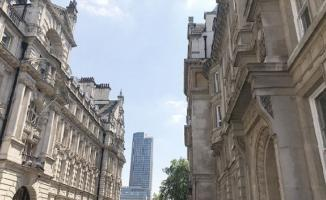 FETÖ Firarisi Akın İpek İngiltere'de aldığı evi kiliseye çevirmiş