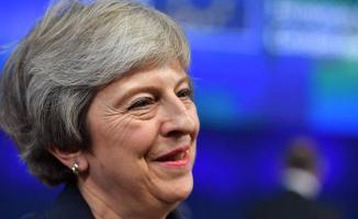 İngiltere Başbakanı Theresa May Güven Tazeledi!