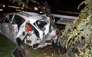 Isparta'da  kaza yaparak hurdaya dönen araçtan sağ kurtuldu