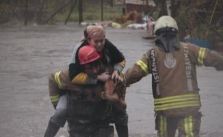 İstanbul'da bir çok yerde sel baskını oldu- Ayazağa deresi taştı, bir çok evi su bastı