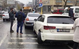 İstanbul Sultangazi'de zincirleme kaza- 15 araç birbirine girdi