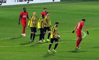 İstanbulspor-Ümraniyespor karşılaşması, 1-1 eşitlikle tamamlandı