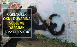 İzmir'de Öğrenciler Okul Duvarlarında Süsleme Yaparak Sosyalleşiyor!