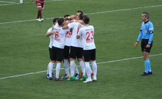 Ümraniyespor, konuk ettiği Tetiş Yapı Elazığspor'u 2-1 mağlup etti