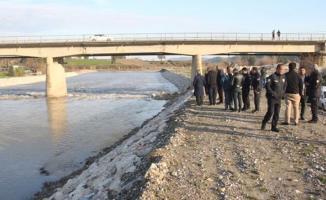 Adana'da nehir yatağında 20 yaşlarında erkek cesedi bulundu