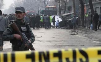 Afganistan askeri üssüne bombalı saldırı- Çok sayıda ölü ve yaralı var