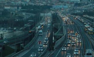 Haliç köprüsü'nde meydana gelen trafik kazası nedeniyle trafik durma noktasına geldi