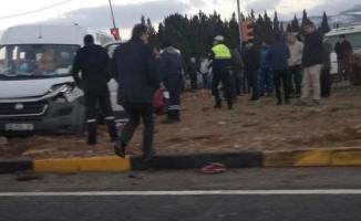 İzmir Kemalpaşa'da TIR servis aracına çarptı, kazada 12 kişi yaralandı