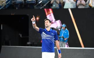 Sırp Novak Djokovic, Rus Daniil Medvedev'i yenerek çeyrek finale yükseldi