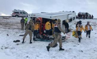 Sivas Ulaş ilçesi yakınlarında yolcu otobüsü kazası! çok sayıda yaralı var