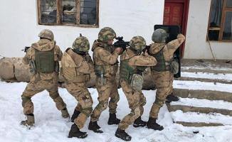 Van Erciş'de yapılan PKK terör örgütü operasyonları kapsamında 20 gözaltı