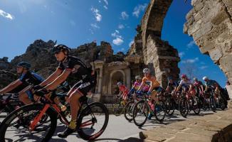 Antalya Bisiklet Turu'nda sporcular tarih içinde pedal çevirecekler