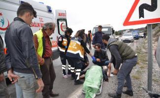 Antalya'da otomobil devrildi: 2 yaralı