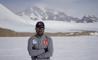 Antarktika'dan topladığı meteoritlerle