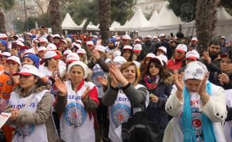Avcılar Belediyesi'nde maaşlarını alamayan işçiler eylem yaptı