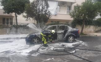 Denizli'de seyir halindeki otomobil yandı