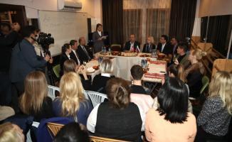 Dışişleri Bakanı Çavuşoğlu, dizi setini ziyaret etti