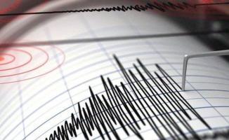 Ekvador'un Ambato kentinde 7.7 büyüklüğünde deprem meydana geldi