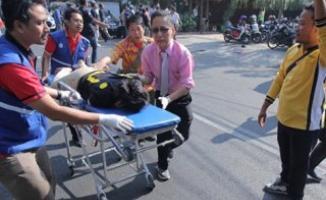 Endonezya'da el bombası patladı, 2 çocuk öldü