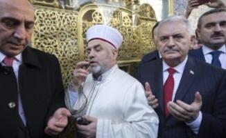 Eyüp Sultan Camii İmamı Metin Çakar, Binali Yıldırım için oy istedi