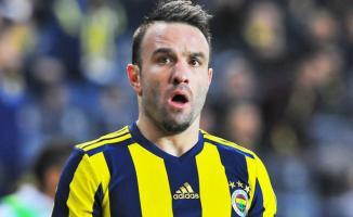 Fenerbahçe Başkanı Ali Koç, Mathieu Valbuena'nın sözleşmesini uzatıyor