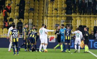 Fenerbahçe- Konyaspor Maçı Kaç Kaç Bitti? Fenerbahçe- Konyaspor Maç Özeti Tıkla İzle- Martin Skrtel'in Faul Pozisyonu