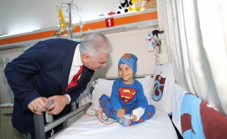 GÜNCELLEME - Binali Yıldırım, kanser tedavisi gören çocukları ziyaret etti