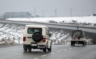 GÜNCELLEME - Cammu Keşmir'de paramilis konvoyuna saldırı